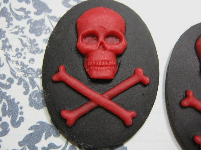 Cameo Red Skull Crossbone 40x30mm Resin Cabochon