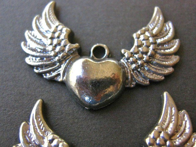 Findings Winged Heart Charms 28x36mm Gunmetal Finish