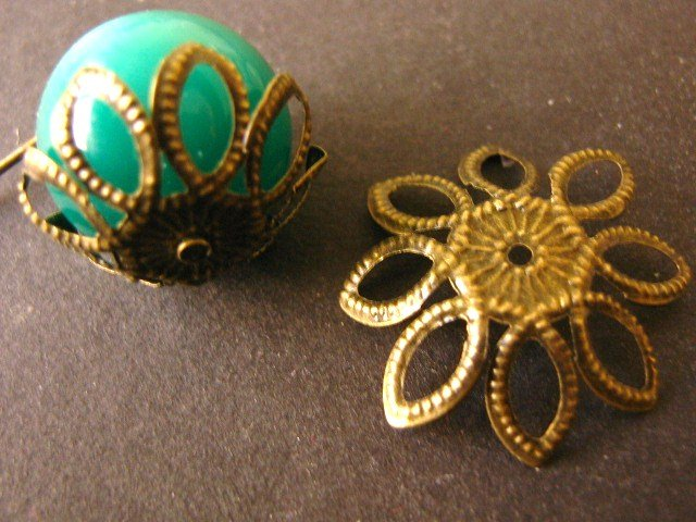 Spike Flower Bead Caps 22mm Antique Bronze