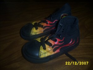 Kids Converse size 7 New Flames High Tops small kid