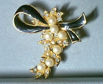 Faux Pearl & Rhinestone Bunch Pin Black Enamel Bow