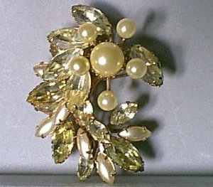 Vintage Pearly Starburst & Rhinestones Pin Green