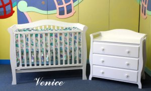 """Giovanni Rizzo """"Venice White"""" Full Size Baby Crib Set with 3 Drawer Changer MSRP $1399.99"""