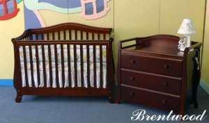 """Giovanni Rizzo """"Brentwood"""" Full Size Baby Crib MSRP 599.99"""