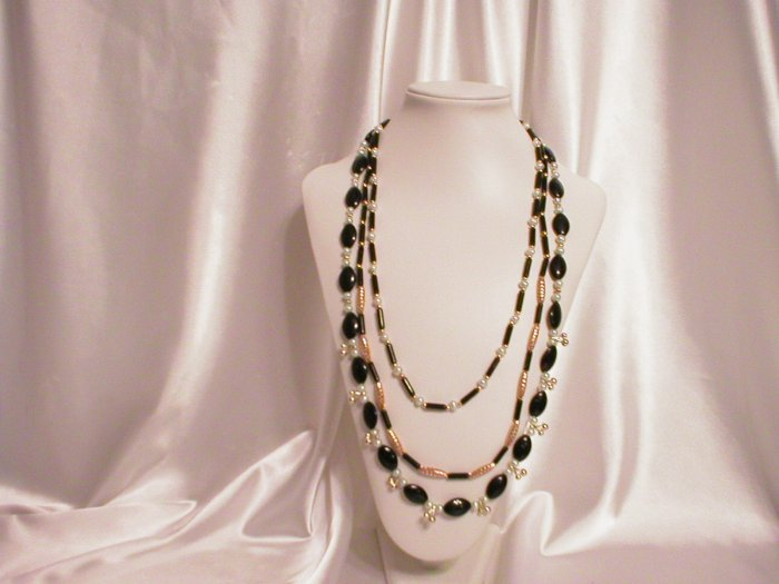 GREEN GOLDSTONE & FW PEARL NECKLACE