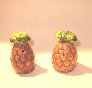 Pineapple Salt and Pepper Shakers Vintage Japan Handpainted