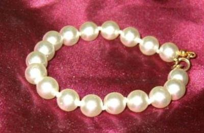 Bold Faux Pearl Bracelet Estate Find - Exquisite