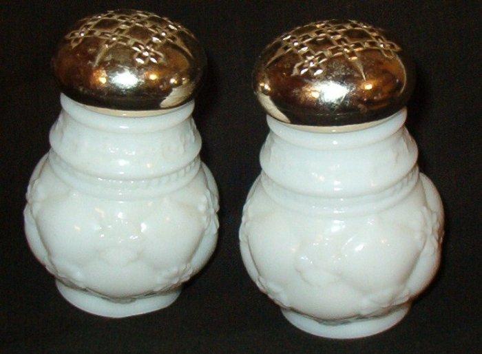 Two Avon 1972 Powder Sachet Jars Field Flowers and Moonwind