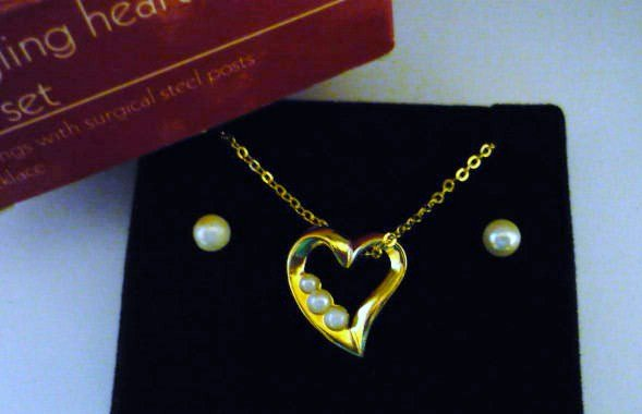 New 1990 Dangling Heart Necklace and Earrings Set Avon