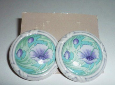 Avon Porcelain Lavender Flower Petals Pierced Earrings NIB 1990