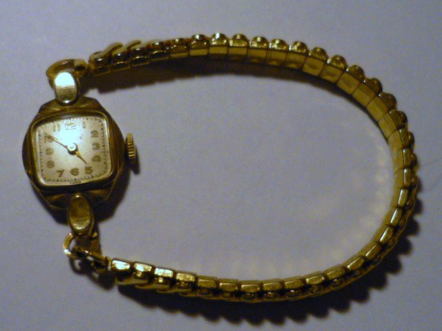 Ladies Vintage Helbros 17 Jewel Wristwatch Swiss Movement 10k Gold rp Runs!