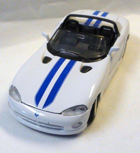 Maisto rt 10 Dodge Viper Die Cast Car 1 : 24 White with Blue Stripes