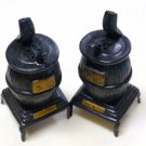 Vntg Black Pot Belly Stove Salt and Pepper Shakers