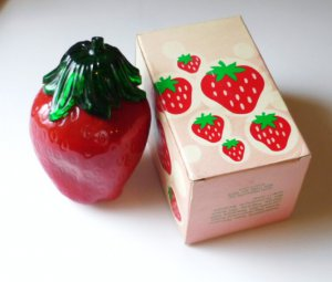 Avon The Big Berry with Strawberry Bath Foam - 10 fl oz Vintage New in Box