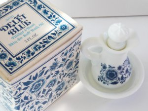Avon Delft Blue Bath Oil Pitcher and Bowl w/box Vintage New Skin so Soft