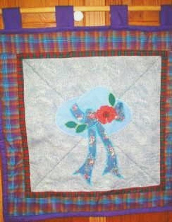 Quilted Wall Window Treatment Poppy Motif 26 x 26 New