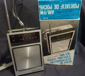 Vintage Realistic AM/FM  12-174 Pocket Portable Radio in Original Box