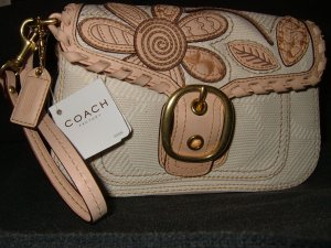 COACH BLEEKER FLOWER CLUTCH WRISTLET