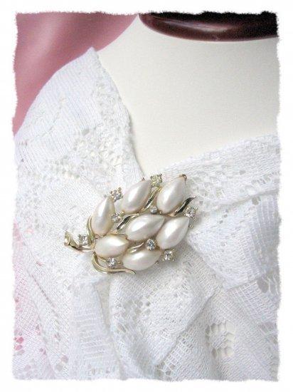 Big Beautiful Vintage jewelry signed LISNER pin