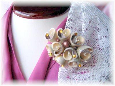 Vintage costume Jewelry Seashell Pin w rhinestones
