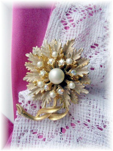 Vintage Costume Jewelry rhinestone BSK flower pin