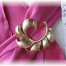 Vintage jewelry signed Lisner pin brooch