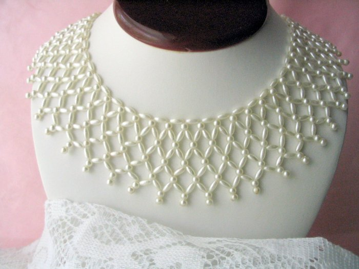Vintage jewelry faux pearl lacy bib collar necklace