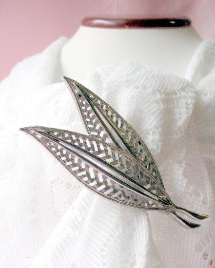 Vintage silvertone JJ signed pin