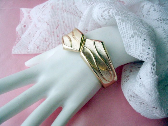 GOLDEN CUFF by Sarah Coventry Bracelet