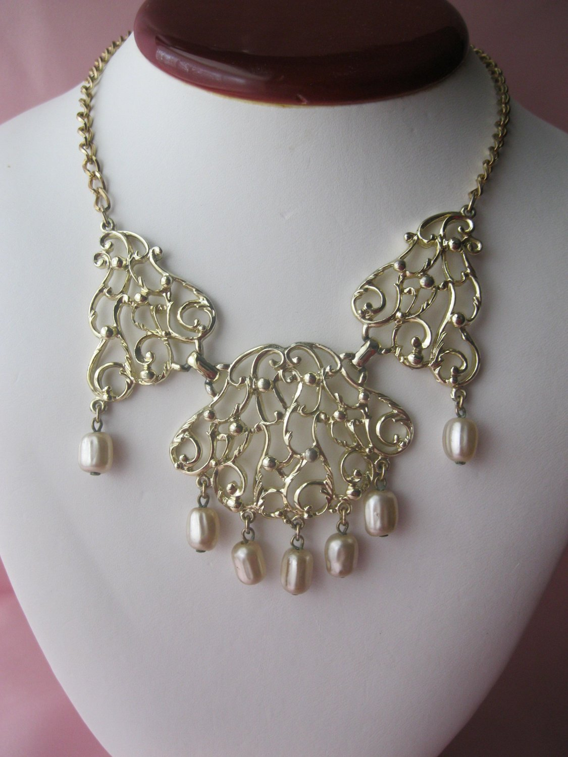 Vintage Sarah Coventry Necklace - Venetian lace