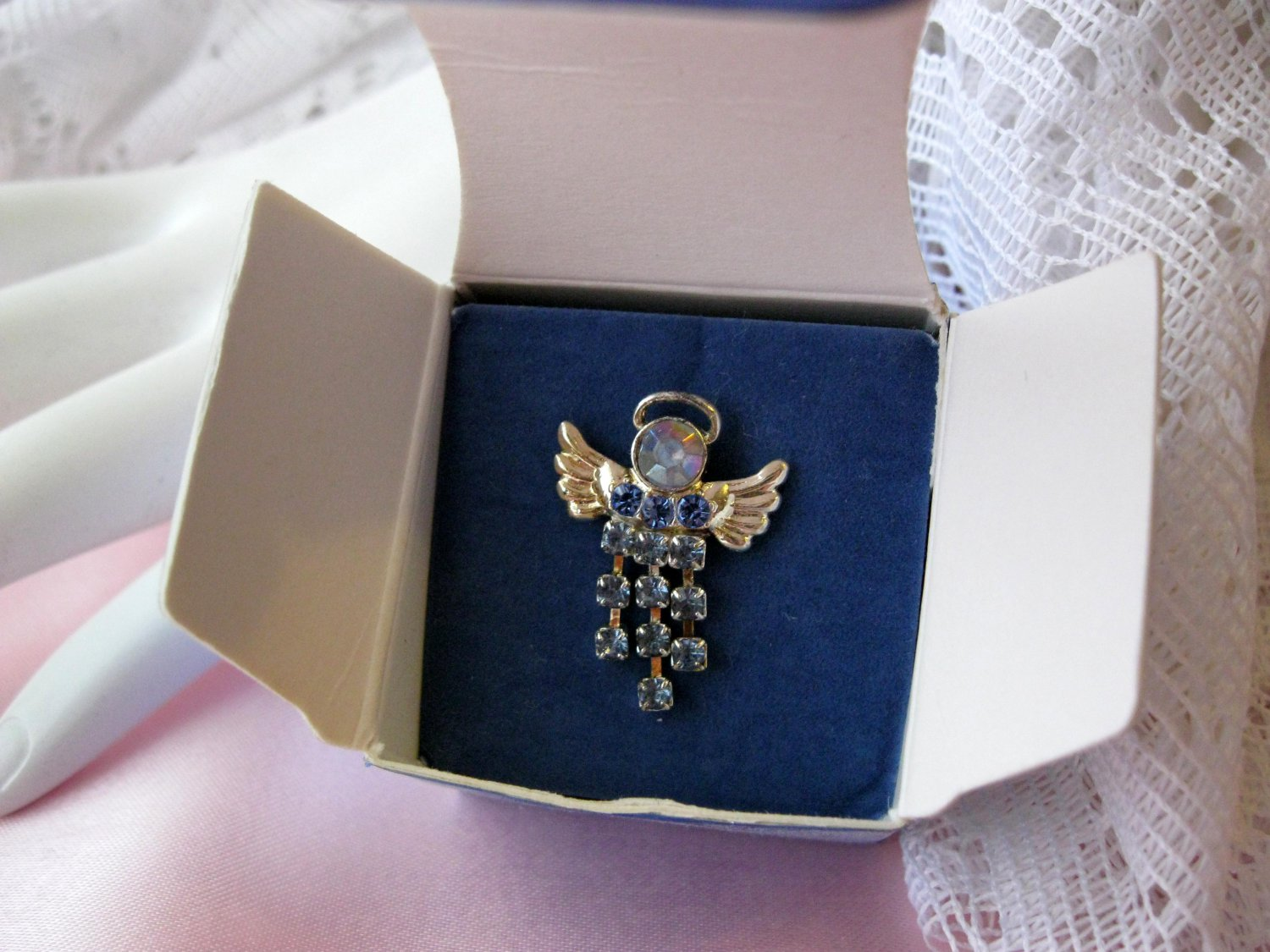 Avon pin,christmas pin,angel pin,angel,avon,rhinestone pin