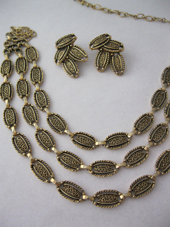 Sarah Coventry Desert flowers earring necklace set