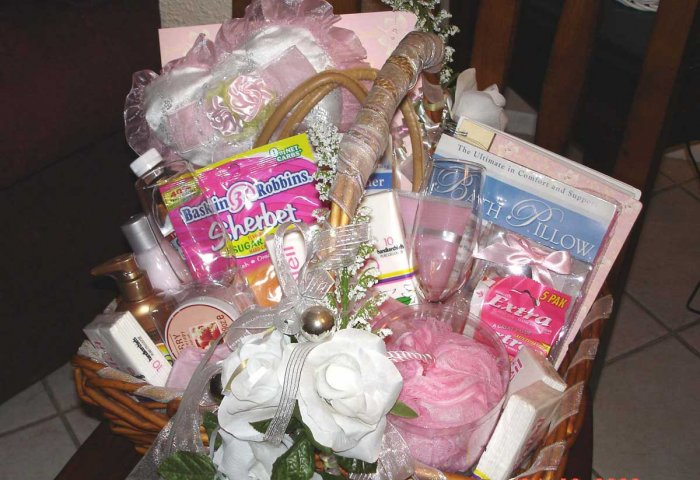 BRIDE BRIDAL SHOWER GIFT - BRIDES PAMPER KIT GIFT BASKET