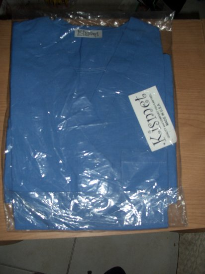 BRAND NEW  WOMEN SCRUB SZ SMALL COLOR BLUE