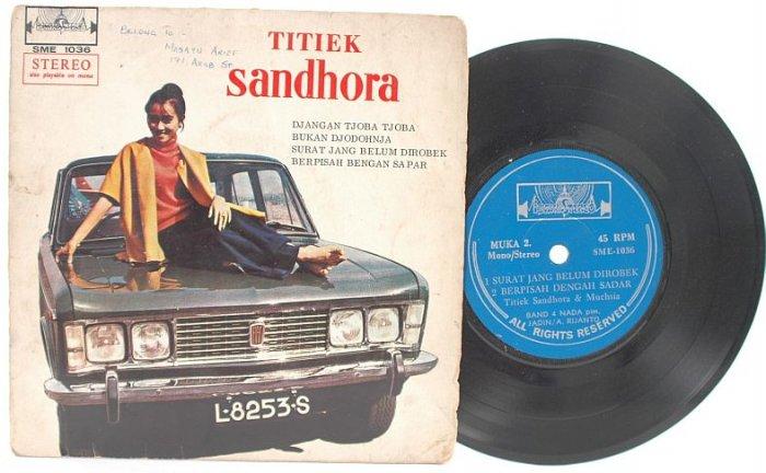 """Malay Indon 70s Pop TITIEK SANDHORA Djangan 7"""" PS EP"""