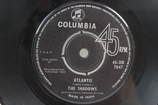 "THE SHADOWS Atlantis HANK MARVIN 7"" 45 RPM - INDIA"