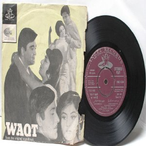 "BOLLYWOOD INDIAN  Waqt RAVI Asha Bhosle & Mahendra Kapoor7"" 45 RPM EMI Angel EP 1965"
