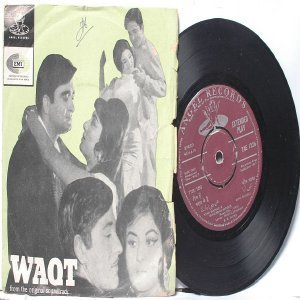 "BOLLYWOOD INDIAN  Waqt RAVI Asha Bhosle MHENDRA KAPOOR 7"" 45 RPM EMI Angel EP 1965"