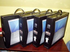 New Apple Macbook Pro 2.2Ghz 4GB Memory 120GB HDD Final Cut Studio 2