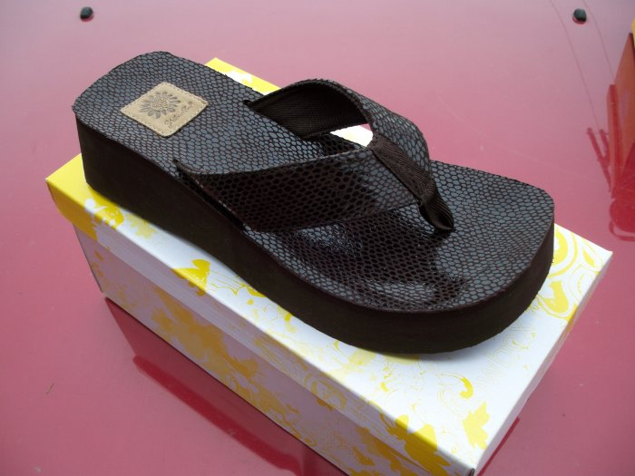 Buttery, Chocolate Brown Flip Flop from Yellow Box, Size 6.5