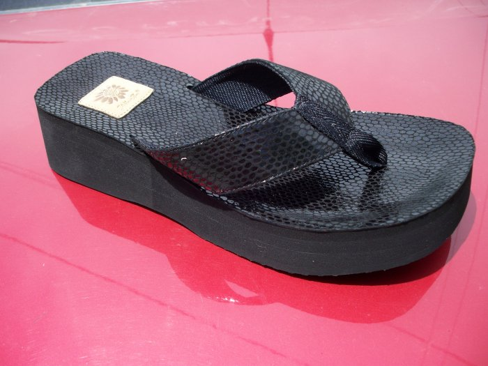 Buttery, Black Flip Flop from Yellow Box, Size 7.5
