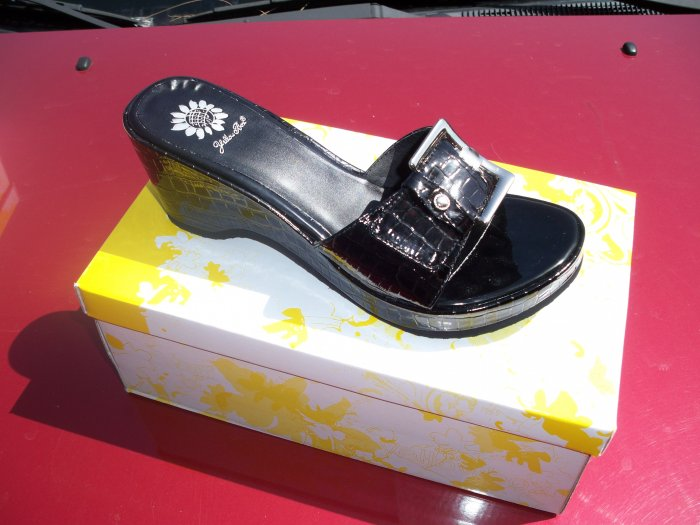 Brenda Slide from Yellow Box, Size 9
