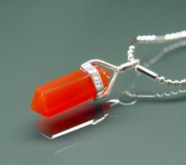Red Agate Point Pendant for Good Fortune