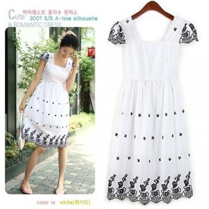 D5-White cap-sleeved dress with black embroidery
