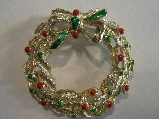 Openwork prettiest Holly Berry Christmas Wreath pin Signed