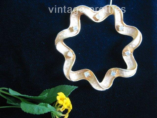Rhinestone and Ribbon~ Scalloped Wreath Sarah Coventry Pin Brooch