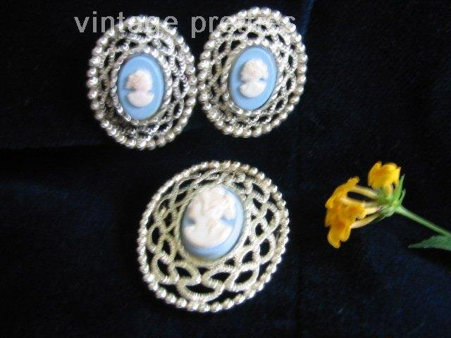 Beautiful Filigree~ Blue Cameo ~Silver tone Sarah Coventry pin clip earrings