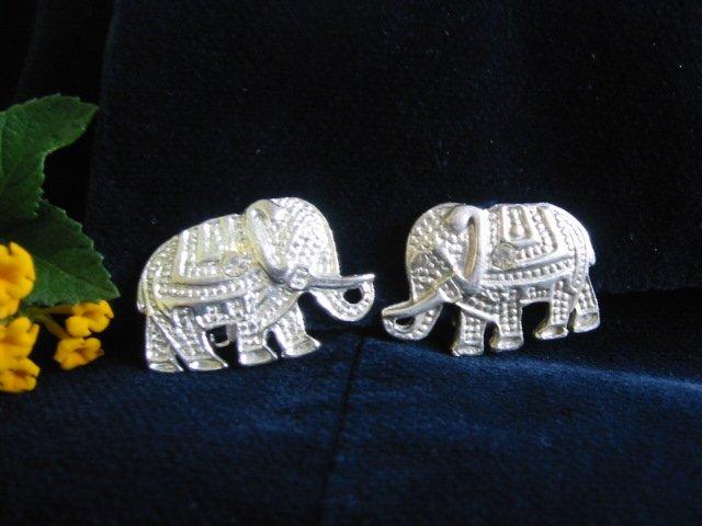 Vintage ~ Detailed ~  Rhinestone silver-tone Elephant clip earrings