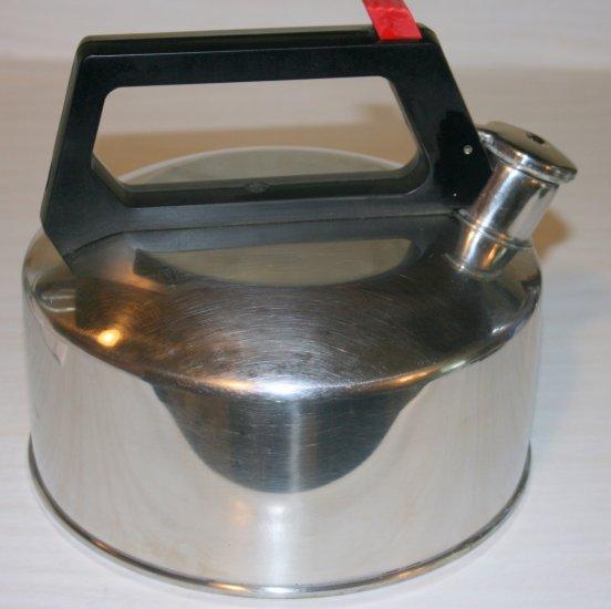 WHISTLING TEA KETTLE/POT