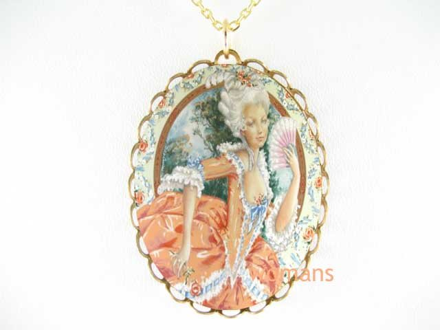 QUEEN MARIE ANTOINETTE CAMEO PORCELAIN PENDANT NECKLACE